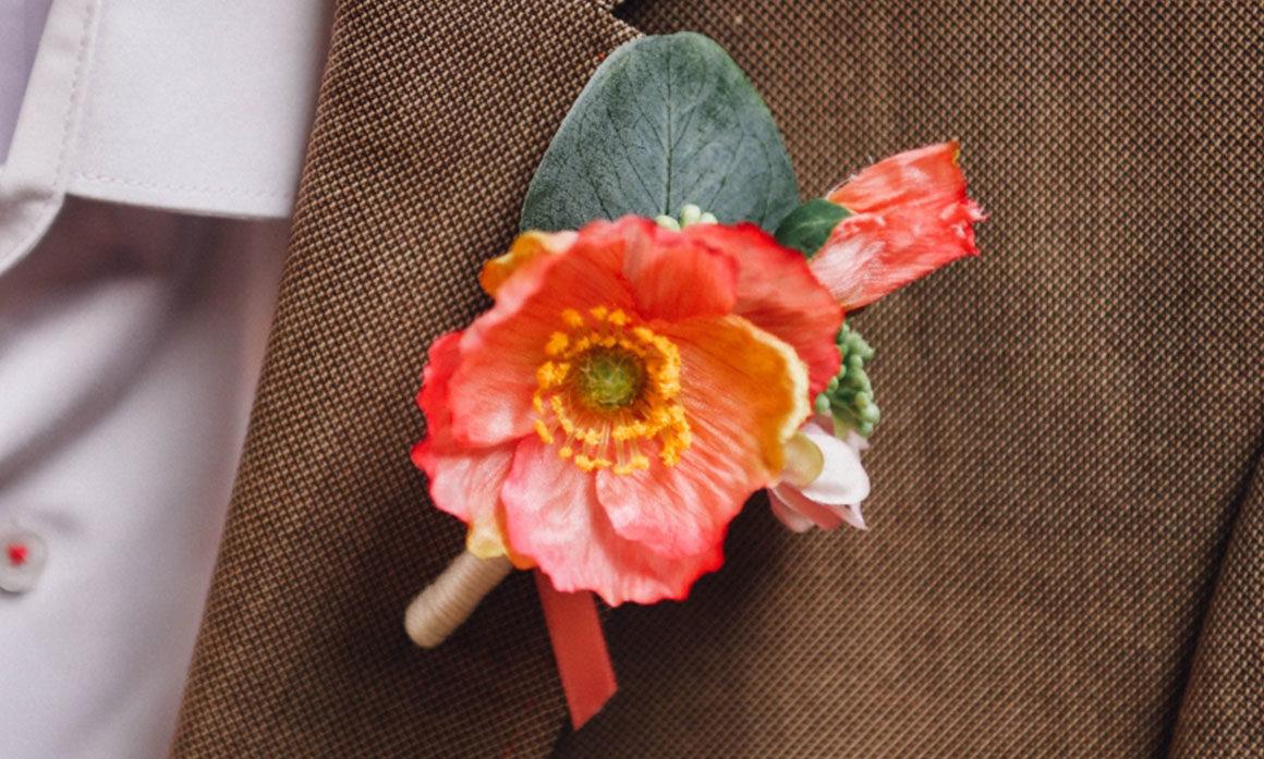costume du marié fleur discrète masculin boutonniere rose pointe de fantaisie