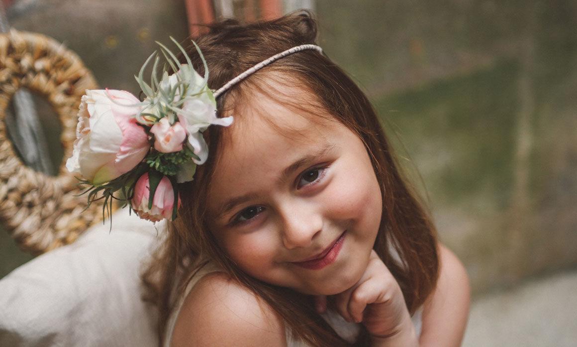 enfant d'honneur cérémonie mariage fleur pastelle harmonie cortège rose ancienne