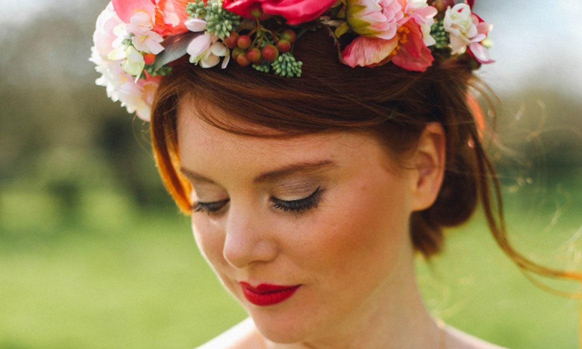 accessoire de tête fleurs intemporelles mariage couleurs vives coquelicot framboise