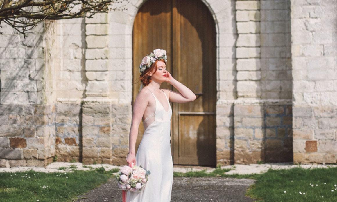 église cérémonie eglise ceremonie fleur mariage coiffure tenue de la mariée délicat rétro