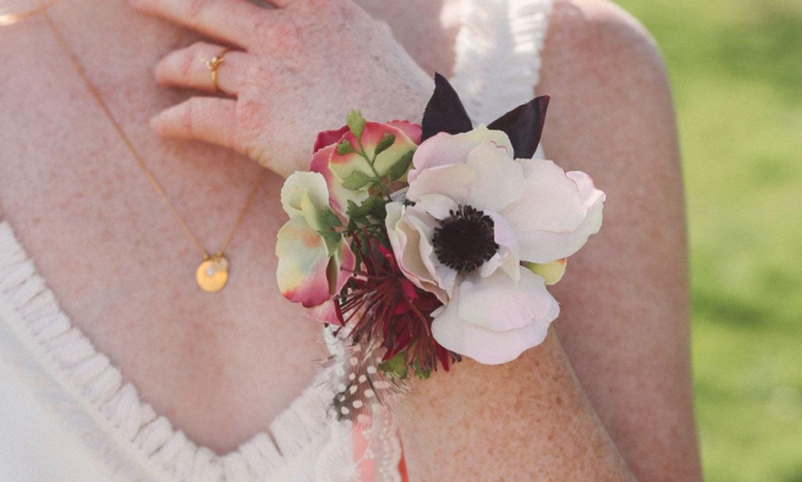 demoiselle d'honneur fleur dentelle ruban rose anemone poignet