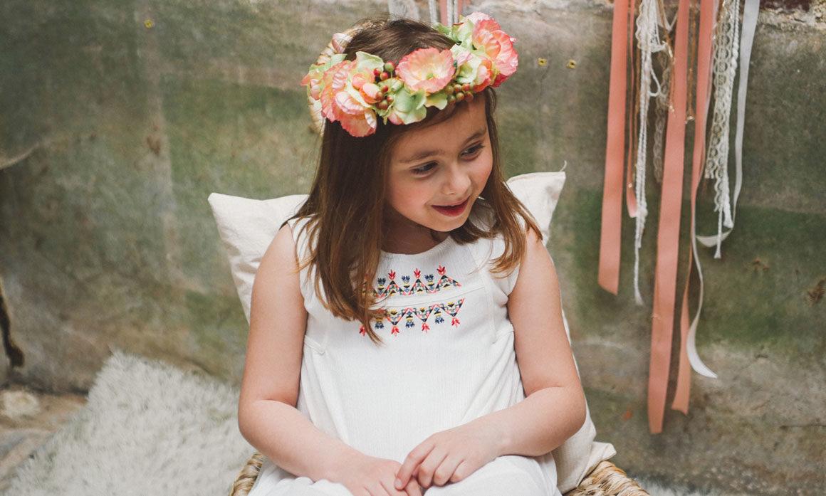 couronne de fleur petite fille cérémonie orange pastel journée festive