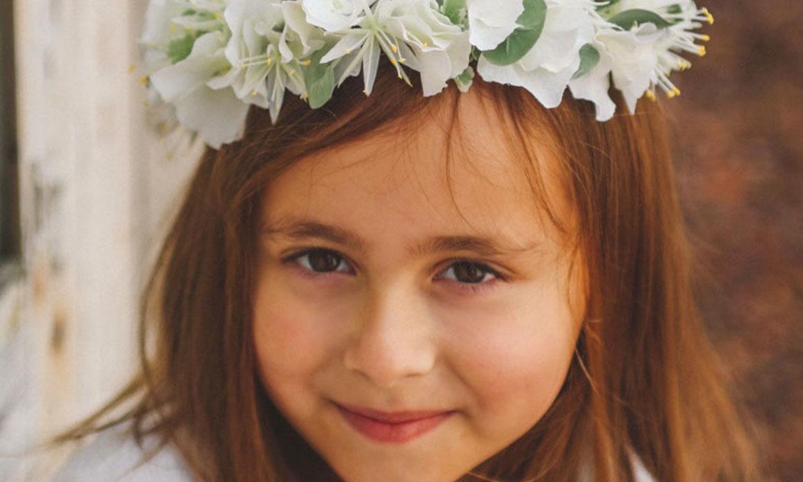 coiffure de mariée fleur blanche chic élégant raffiné courone strass