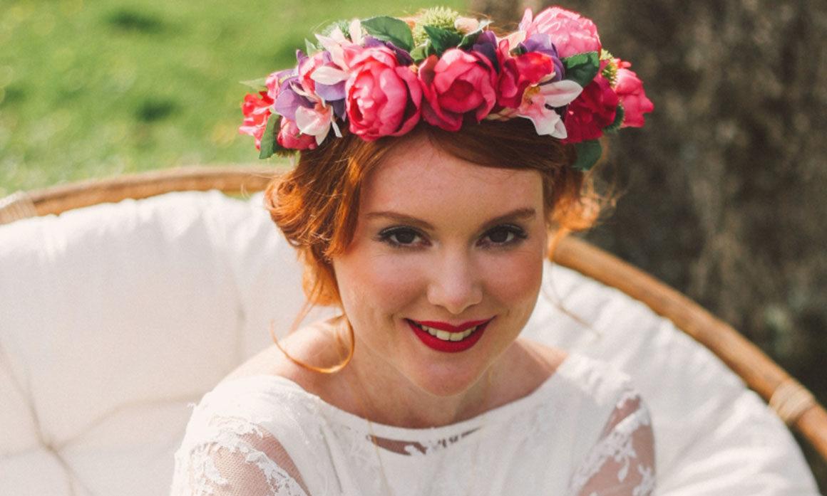 accessoire de tête coloré fleurs rose parme orchidée pivoine mariée trendy
