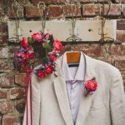 accessoire tenue de mariée couleur violet rose