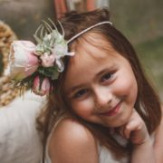 accessoire de tête petite fille d'honneur rose de jardin vuvuzuella david austin dentelle mariage printemps bucolique