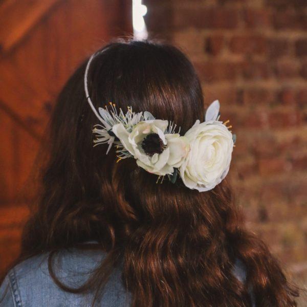 accessoire de tête fleurs blanches style nature enfants d'honneur headband