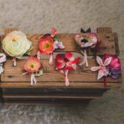 accessoire de mariage chic fleur colorée homme cortège orchidée