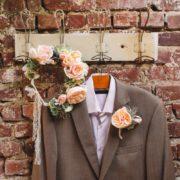 accessoire de mariage fleur poudrée pour costume homme œillet pochette vintage