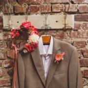 boutonnière champêtre chic costume du marié fleur