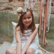 accessoire de tête cortège enfant grosse rose jardin dentelle mariage vintage nature courone