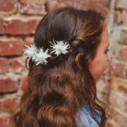 accessoire de tête barette enfant cortège mariage baptême communion coiffure cheveux longs blanc