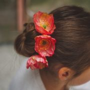 accessoire coiffure enfant cérémonie fleur couleur idée coiffure facile communion rose pince