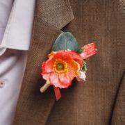 fleur costume futur marié champêtre chic corail framboise