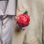 fleur mariage costume homme oeillet pochette mauve framboise vert rose