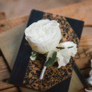 Boutonnière marié rose blanche romantique chic