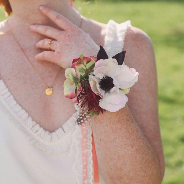 bracelet fleuri demoiselles d 39 honneur an mone et dentelle colette bloom. Black Bedroom Furniture Sets. Home Design Ideas