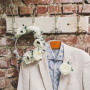 bijou de tête couronne de fleurs mariée dentelle anémone renoncule olivier blanc gris