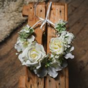 Courone couronne de fleurs blanche rose orchidée mariage thème classe élégant rafiné couronne flowerpower Mademoiselle Aurelia