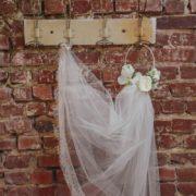 accessoire de mariage en fleur artificielle ton blanc et vert Mademoiselle Aurelia