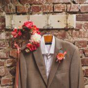 couronne de fleurs robe de mariée fleurs artificielles rose foncé orchidée costume homme