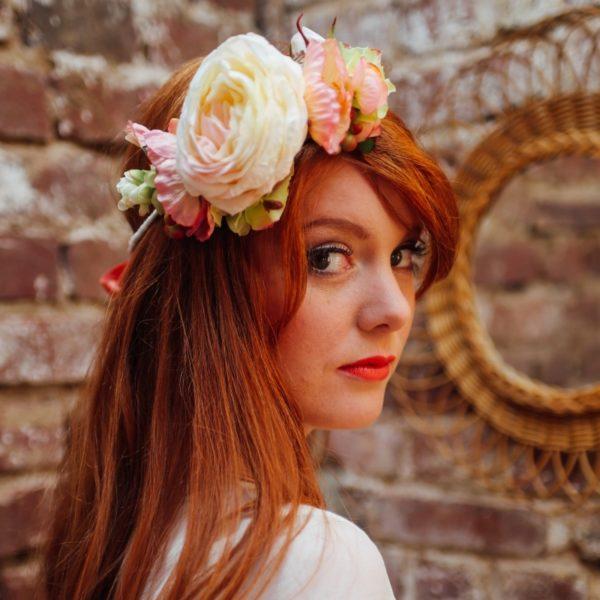 fleur couleur douce mariage coiffure accessoire
