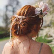 courone fleurie accessoire de tête mariage élégant rose anciennes jardin ouverte