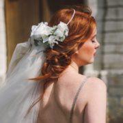 headband mariage fleur blanche orchidées roses chic classe cheveux glamour mademoiselle Aurelia