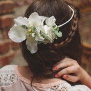 headband cheveux enfant fleur blanche mariage chic princesse orchidée