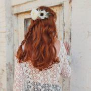 accessoire cheveux peigne fleurs blanches mariage Colette Bloom renoncule pince élégance
