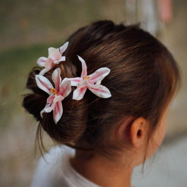 barrette de fleurs orchidée rose blanc mariage thème romantique bucolique fillette pince fleurie