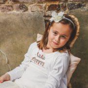 coiffure petite fille communion fleur diadème fête élégant